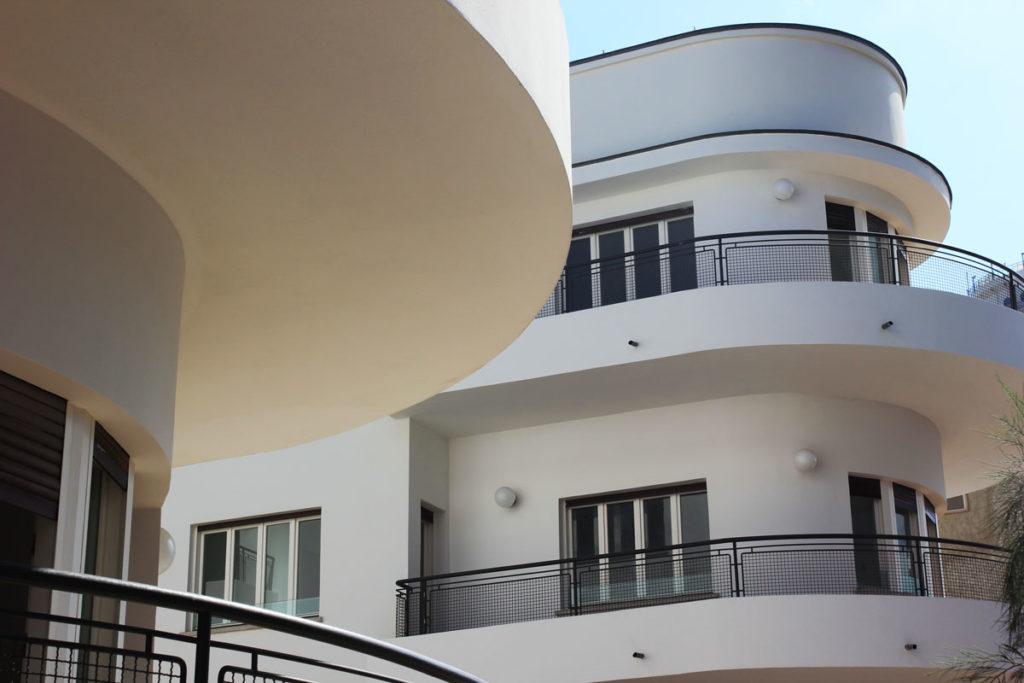 The International Bauhaus Style building on HaYarkon 96, Tel Aviv. Photo by Su Casa Tel Aviv Real Estate. All Rights Reserved.