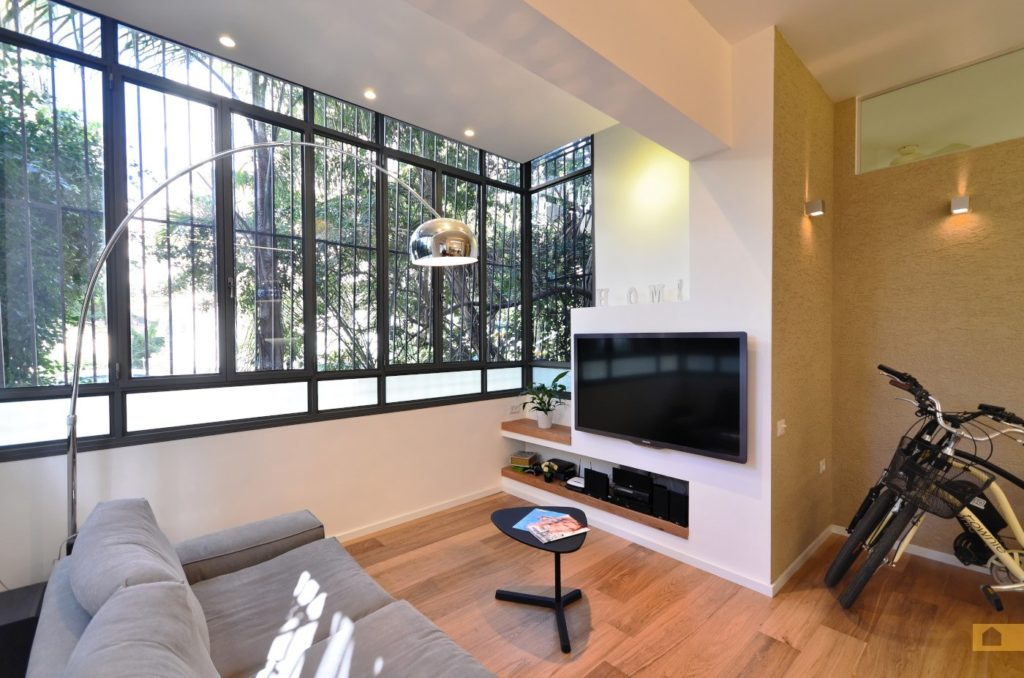 Your classic tel aviv apartment su casa tel aviv real for Closed balcony